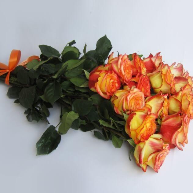 Букет цветных роз